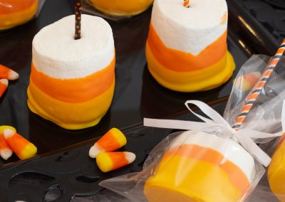 How to make Halloween Marshmallow Pops #halloweentreatsweek