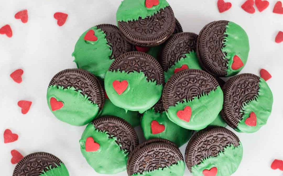 Who Loves Grinch Dipped Oreos?