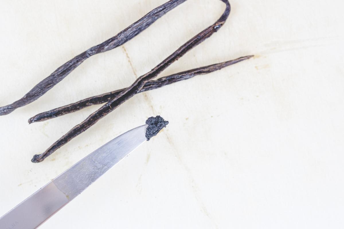 How to cut Vanilla Bean